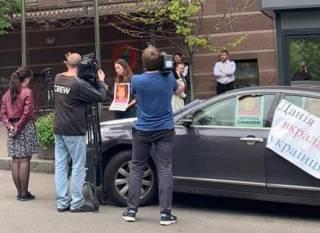В Запорожье средь бела дня похитили ребенка и спрятали его в посольстве одной из стран ЕС