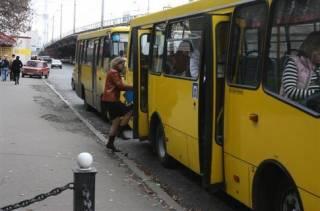 В Черновцах тяжело травмировалась старушка, которая выпала из движущейся маршрутки