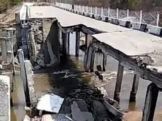 В России обрушился очередной автомобильный мост