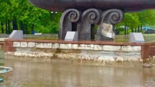 Неизвестные вандалы испортили памятник основателям Киева