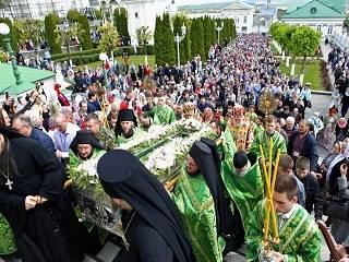 В Почаеве тысячи православных отметили день памяти преподобного Амфилохия