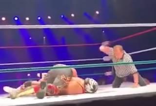 Мексиканский рестлер Серебряный Король скончался прямо в ринге (18+)