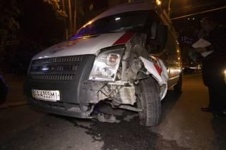 В Киеве произошло ДТП с участием «скорой помощи» и такси