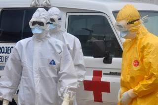 Эбола в Африке не щадит даже врачей