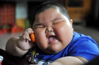 Названа неожиданная причина детского ожирения