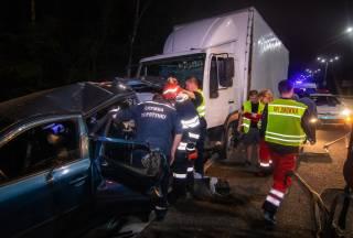 Под Киевом фура смяла автомобиль – есть пострадавшие