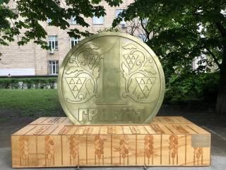 В Киеве появился еще один необычный памятник