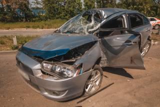 Кровавое ДТП в Днепре: водитель врезался в столб