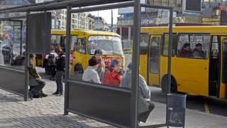 В Киеве после гонки подрались водители маршрутки и троллейбуса