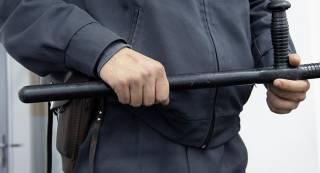В центре Запорожья полицейский дубинкой жестоко избил пьяного мужчину