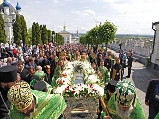 В Почаеве тысячи верующих УПЦ отметили день памяти преподобного Иова