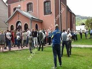 На Закарпатье сторонники ПЦУ пытались захватить храм УПЦ