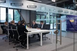 Перестав быть президентом, Порошенко вдруг решил показать окружающим пример прозрачности