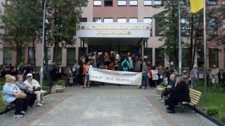 Неизвестные активисты уже второй день блокируют Высшую квалификационную комиссию судей