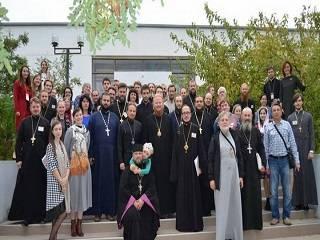 В Лазурном священники и верующие УПЦ будут искать пути работы с современной молодежью