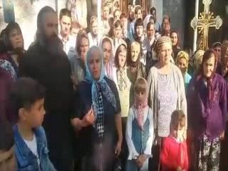 На Буковине верующие УПЦ обратились к Зеленскому с просьбой защитить их от действий активистов ПЦУ