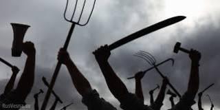 На Ровенщине сотня селян напала на правоохранителей