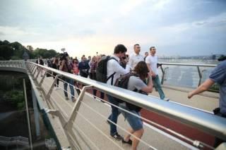 Со «стеклянным» мостом в Киеве произошла очередная неприятность