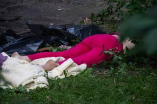 Выпав с девятого этажа, в Киеве погибла пожилая женщина (18+)