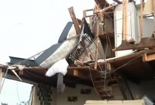 По США пронеслись страшные торнадо: разрушены дома, затоплены улицы