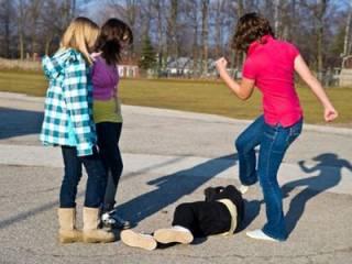 В Каменском школьницы устроили массовую драку ‒ есть пострадавшие
