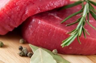 Ученые объяснили, почему нужно есть красное мясо. Но по чуть-чуть