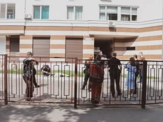В Киеве мужчина выпал с двенадцатого этажа