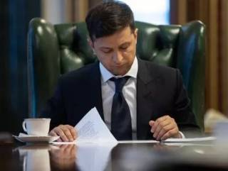 Зеленского попросили защитить права русскоязычных украинцев
