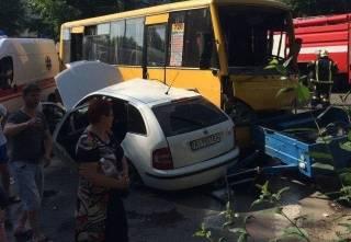 Под Киевом произошло масштабное ДТП с участием двух маршруток. Много пострадавших