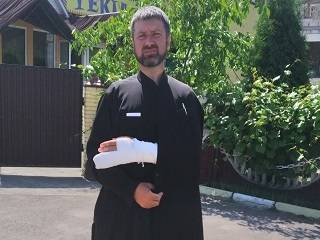 На Волыни активист ПЦУ сорвал крест и избил священника УПЦ