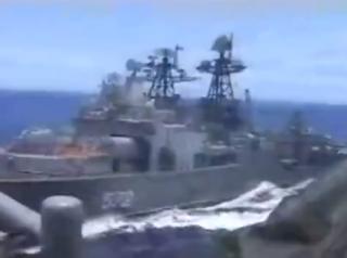 Появилось видео опасного сближения боевых кораблей США и России