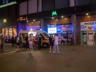 В Киеве прямо на станции метро ударили ножом любителя музыки