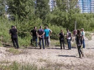 В кустах на Троещине нашли мужчину с простреленной головой (18+)