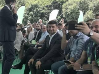 У Зеленского огласили первую сотню партийного списка и вновь прорекламировали шаурму
