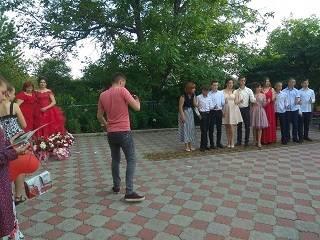 На Буковине школьнице запретили приходить на выпускной из-за того, что она ходит в храм УПЦ