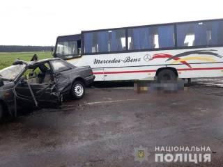 На Ровенщине водитель «Мазды» скончался, взяв на таран маршрутку