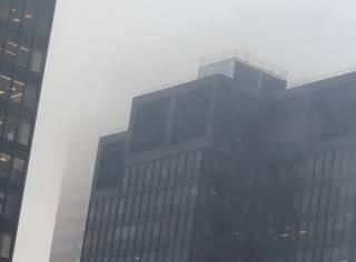 В Нью-Йорке на здание рухнул вертолет. Появилось видео за несколько секунд до аварии