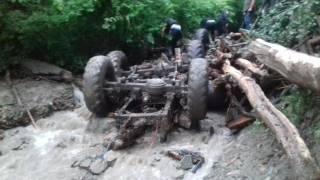 На Закарпатье грузовик с лесорубами сорвался с горы в реку. Погибли пять человек