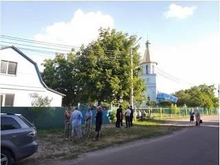На Киевщине с помощью слезоточивого газа захватили церковный дом УПЦ
