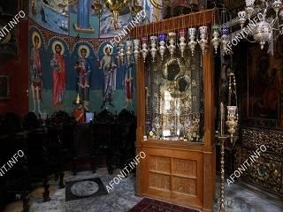 На Афоне неизвестный ночью разбил стекло Иверской иконы Божией Матери и украл драгоценности