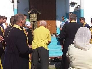 На Волыни активисты ПЦУ пытались срезать замки на храме УПЦ