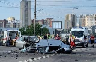 Утром в Киеве произошло одно из самых страшных ДТП 2019 года: разорванное авто и четыре трупа (18+)