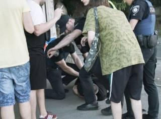 На Вышгородской пьяные парни дрались и бросались на полицейских