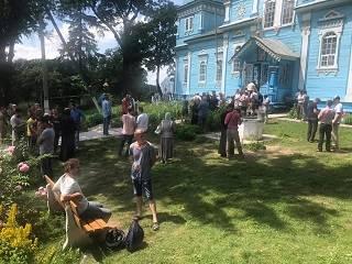 В Луке-Мелешковской в Винницкой области активисты ПЦУ пытались захватить храм УПЦ во время богослужения