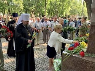 В Кривом Роге митрополит УПЦ помолился о погибших воинах АТО