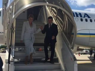 Зеленский с женой прибыли во Францию. Заглянут к Макрону и стартаперам