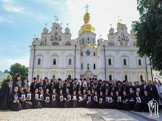 В День Святого Духа Митрополит Онуфрий поздравил выпускников Киевских духовных школ с окончанием учебы