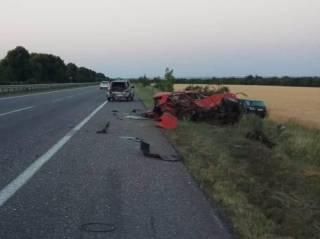 На Одесской трассе водитель Lexus превратил «ВАЗ» в груду металлолома ‒ погибли люди