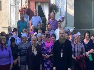 Верующие УПЦ из Тернопольщины обратились к Президенту с просьбой защитить их от церковных рейдеров