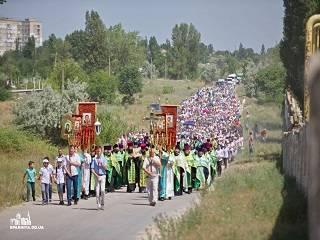 На Одещине тысячи верующих УПЦ в день памяти святого Иоанна Сочавского прошли крестным ходом 3,5 км